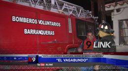 """BARRANQUERAS: """"El Vagabundo"""" visitó a los Bomberos Voluntarios"""", quienes recibieron indumentaria"""