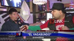 """Resistencia: """"El Vagabundo"""" compartió canciones acústicas con los chicos de """"June"""""""
